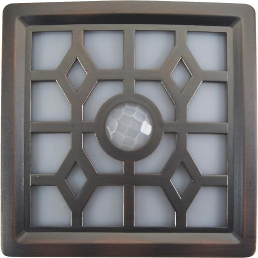 Fulcrum 15-Lumen Bronze Motion Sensing/Dusk-To-Dawn 4-LED Soft Glow Outdoor Battery Operated Light Fixture